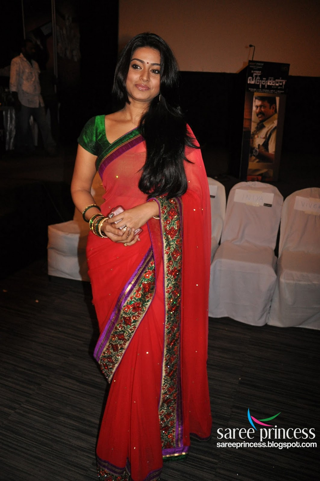 Zarine Khan Cute Wallpaper Tamil Actress Sneha Looking Cute Latest Hq Stills In A Red