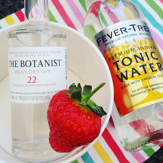 gin and tonic with strawberry