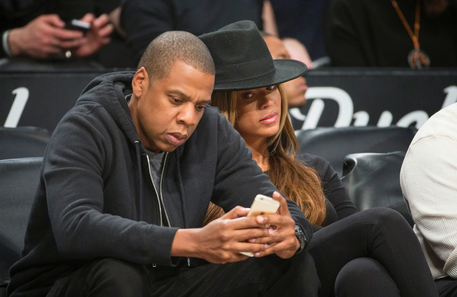 3f17b6b4633b Beyonce Caught Arguing With Jay-Z For Being On His Phone At The ...