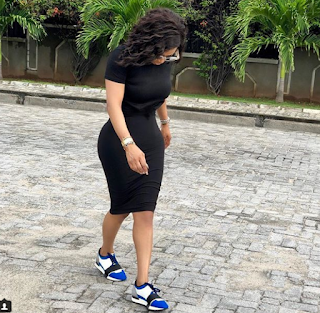 Toke Makinwa and her curves step out in black figure-hugging dress (Photo)