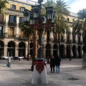 Plaça Reial, Gaudi building