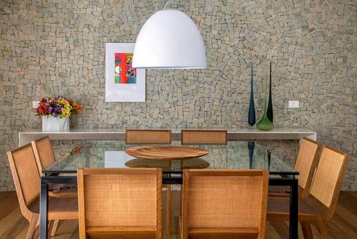 sofisticada-sala-de-jantar-parede-pedras
