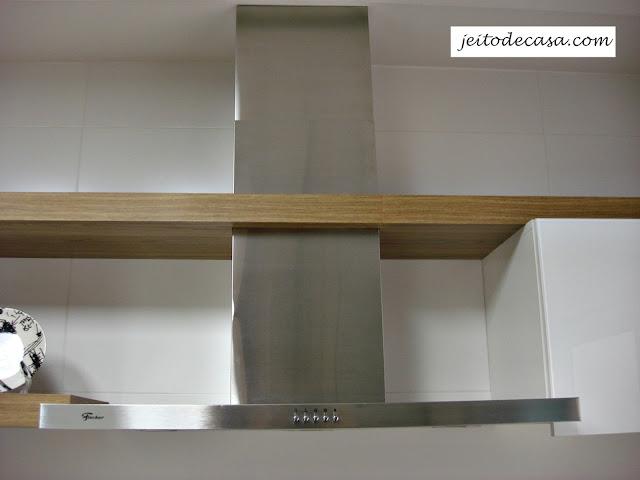 cozinha-branca-com-madeira