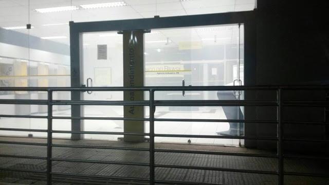Grupo explode caixa eletrônico de banco em Umbuzeiro, na Paraíba