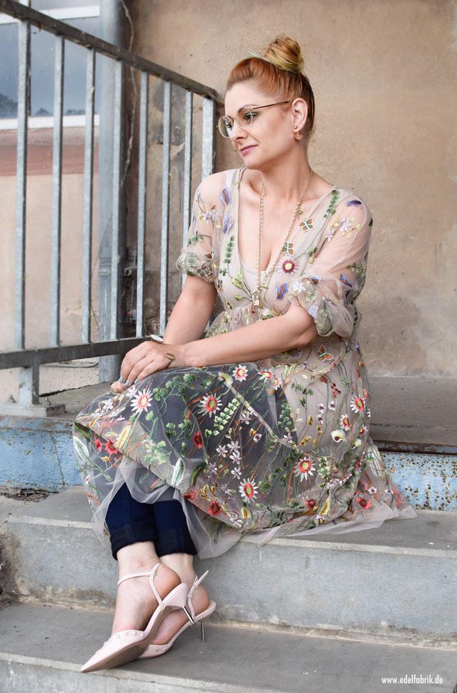 modern Transparentes Tüllkleid bestickt mit Blumen / So stylst Du Farbe