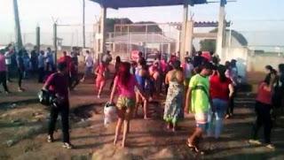 Bandas rivales se enfrentaron en los penales de los estados norteños de Roraima y Rondonia. En el primer caso, algunas de las 25 víctimas fueron degolladas y quemadas vivas. En la segunda prisión, murieron asfixiadas.