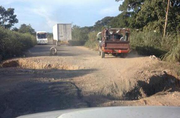 paso-restringido-carretera-machiques-colon-alcantarilla