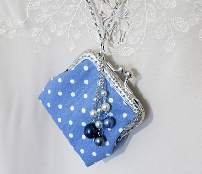 Sew cute mini purse with clasp. DIY Pattern & Tutorial.