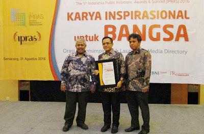 Bupati Banyuwangi Abdullah Azwar Anas dalam penghargaan Indonesia Relations Awards and Summit (IPRAS) di Aston Hotel, Semarang