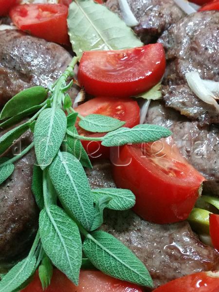 El tomate, el laurel y la salvia, puro sabor