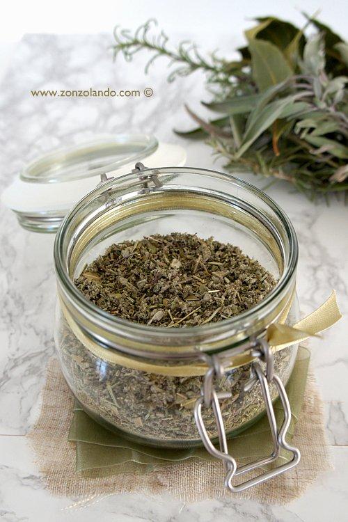 Misto spezie erbe essiccate per insaporire i cibi preparazione ricetta facile - Come fare in casa l'ariosto per cucinare - mixed herbs to cook recipe