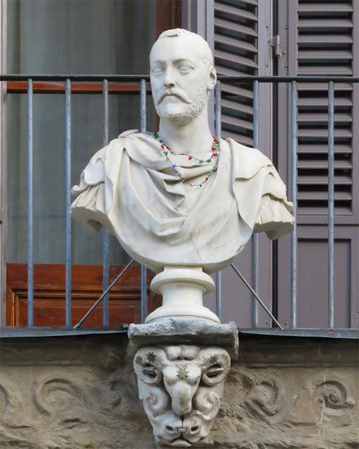 Bust of Francesco I de' Medici, Palazzo Uguccioni, Piazza della Signoria, Florence