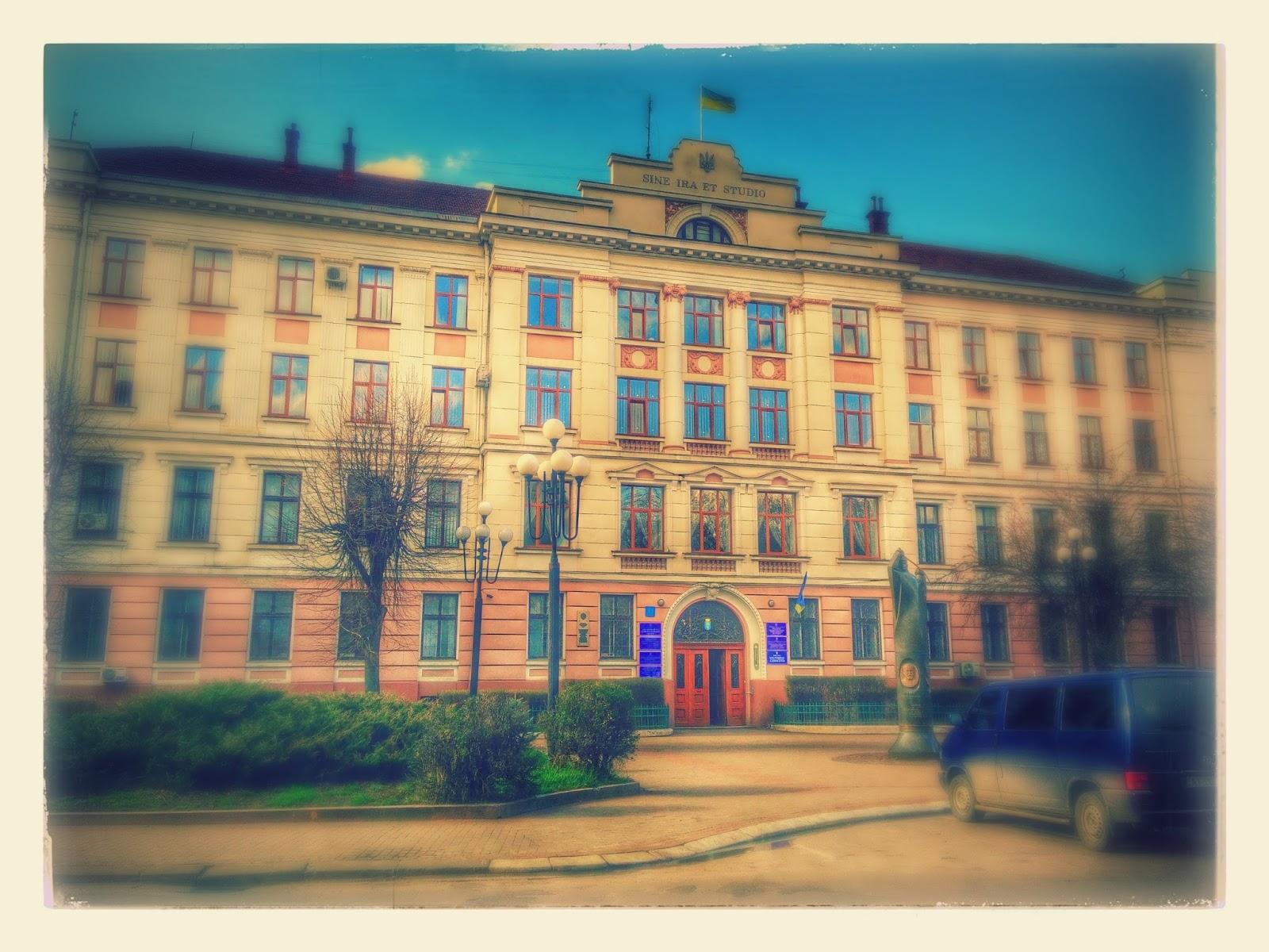 Будівля Івано-Франківського міського суду фото