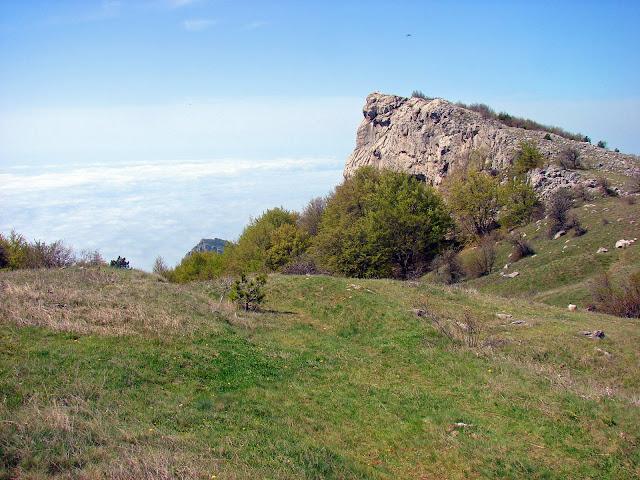 Перевал перед спуском к скале Биюк-Исар