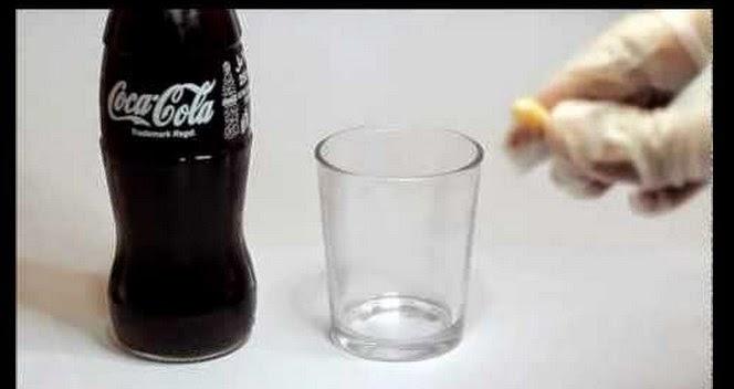 Δείτε τι παθαίνει ένα δόντι αν το βυθίσετε σε κόκα κόλα για 24 ώρες... (video)