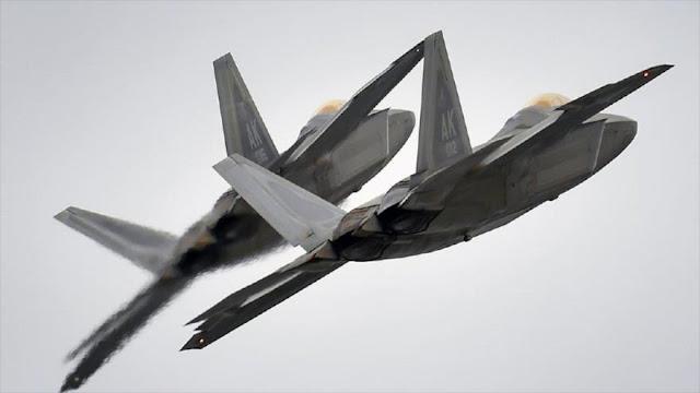Cazas F-22 de EEUU 'ahuyentan' con bengalas a jets rusos en Siria
