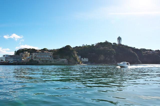べんてん丸から江ノ島を望む写真