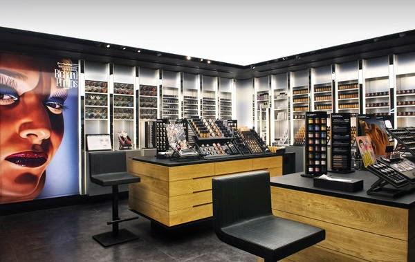 Compras de maquiagem na MAC em San Diego