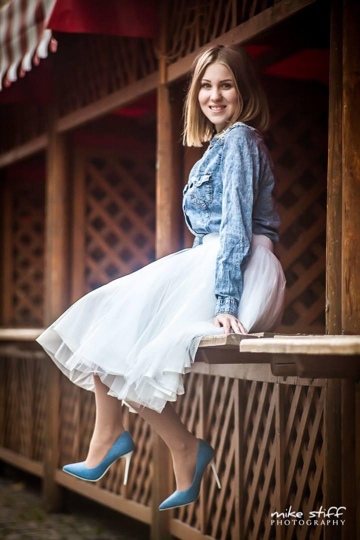 8580facf5710 Sukničku najdeš na stránke - Nora Dresses.