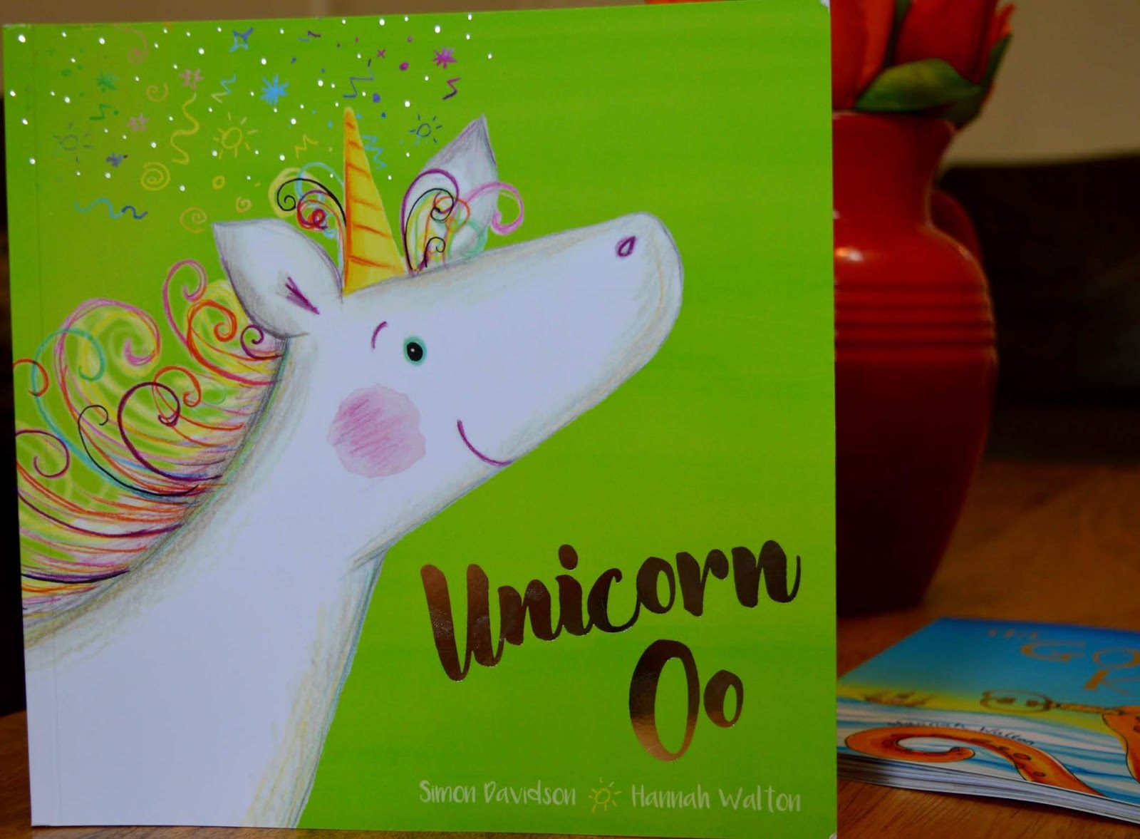 How to Host a Unicorn Birthday Party - Unicorn oo story
