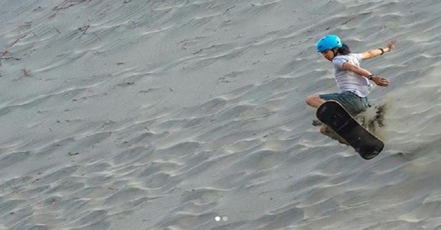 Sandboarding gurun pasir Parangkusumo