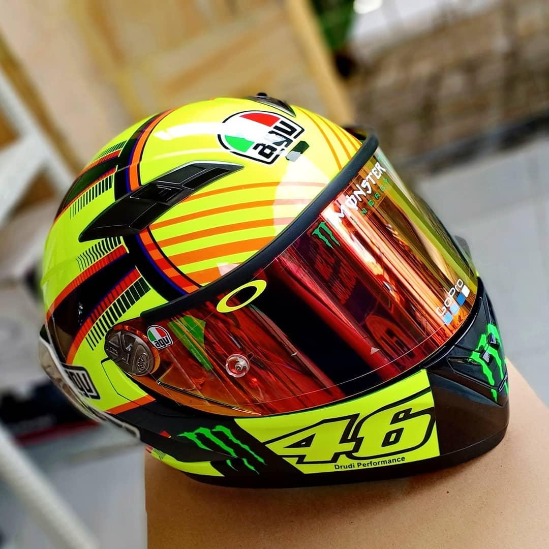 e83a7928 Jika helmet lovers perhatikan helm ini hampir tak bisa dikenali lagi  sebagai helm KYT karena sticker KYTnya pun sudah ditutup dengan decal  sticker AGV.