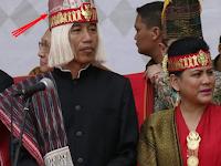Nama Topi Batak yang dipakai Jokowi dan nama baju adat yang dipakai Ibu Negara