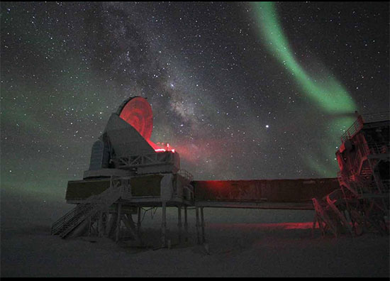 Beautiful aurora with the South Pole Telescope in the foreground (Source: Wikipedia)