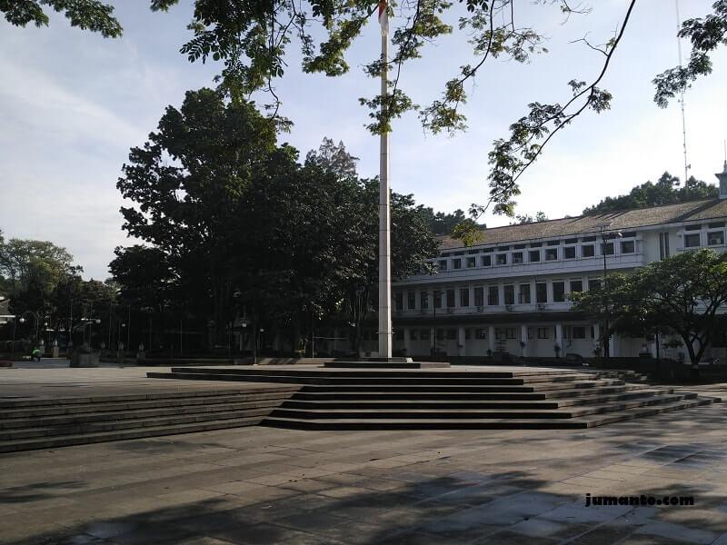 tempat upacara di balai kota bandung