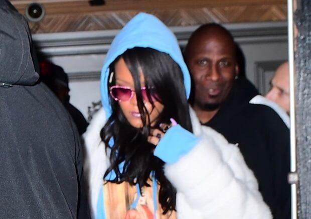 2017年3月18日 リアーナ(Rihanna)は、活動のためニューヨークのナイトクラブ『Up & Down』へ。