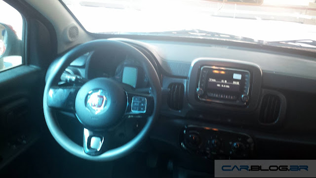 Fiat Mobi Like On - interior - painel