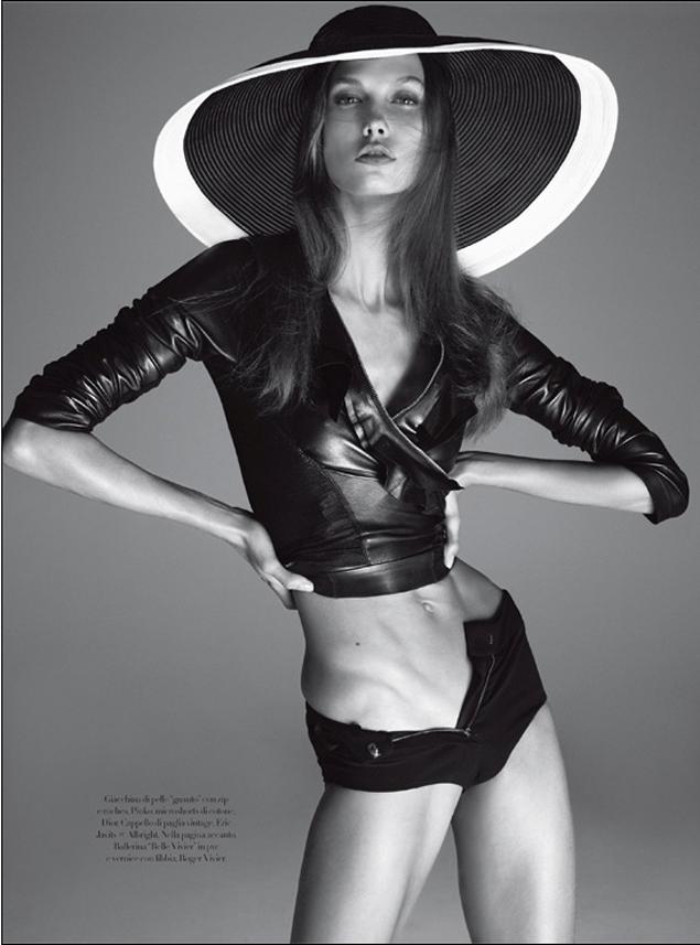60583e3ab899f Foto da edição da Vogue Italia feitas por Steven Meisel que mostram a modelo  Karlie Kloss. A foto gerou polêmica e teve que ser retirada devido as  acusações ...
