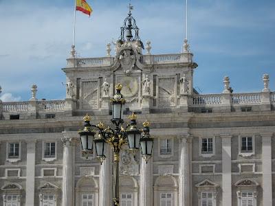 El Palacio Real de Madrid es la residencia oficial de Su Majestad el Rey de España. Lo emplea sólo en las ceremonias de Estado, ya que no habita en él.