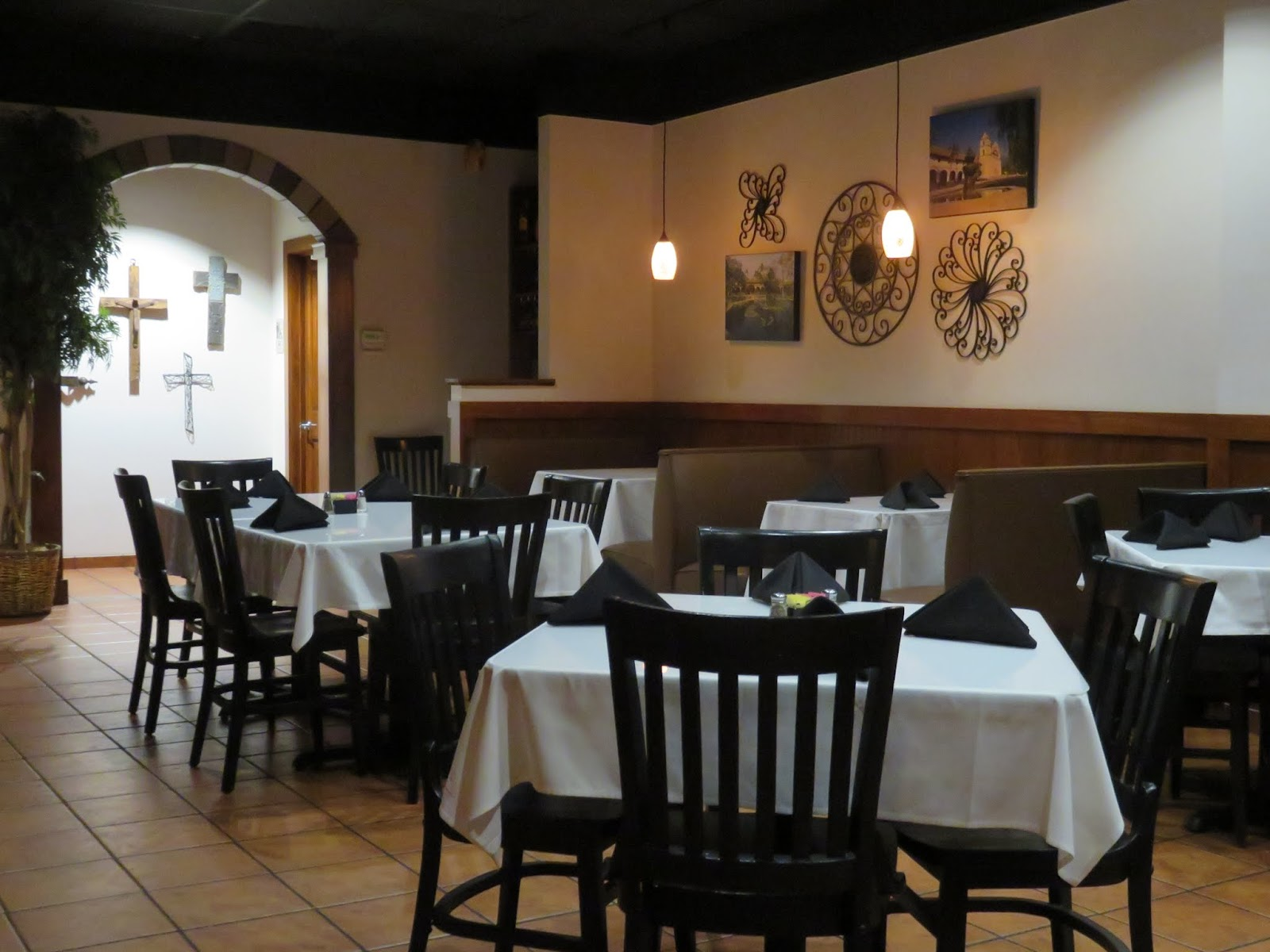 Big daddy dave california style mexican restaurant for Mexican dining room ideas