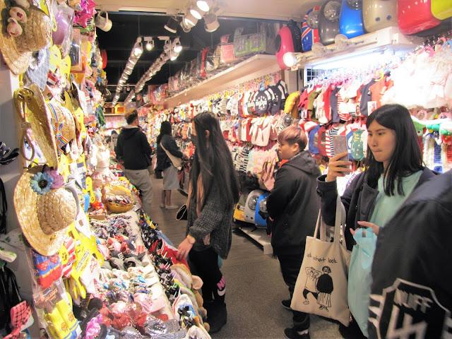 store dog clothes night market taipei taiwan