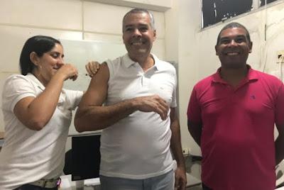 Alagoinhas: Prefeito e secretário de saúde visitam postos de vacinação no Dia D Contra Gripe
