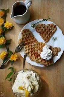 http://be-alice.blogspot.com/2016/05/summery-spelt-banana-waffles-vegan.html