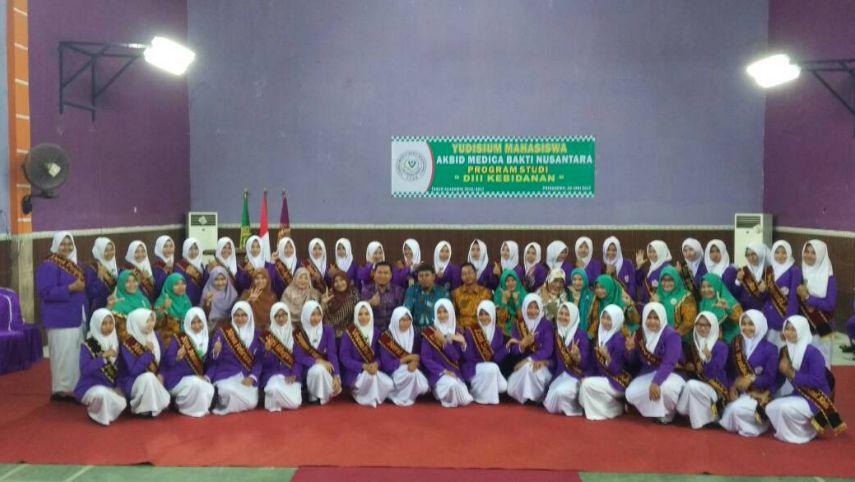 AKBID MBN Pringsewu Yudisium 44 Mahasiswa di Gedung Aula STIKes Aisyah Pringsewu