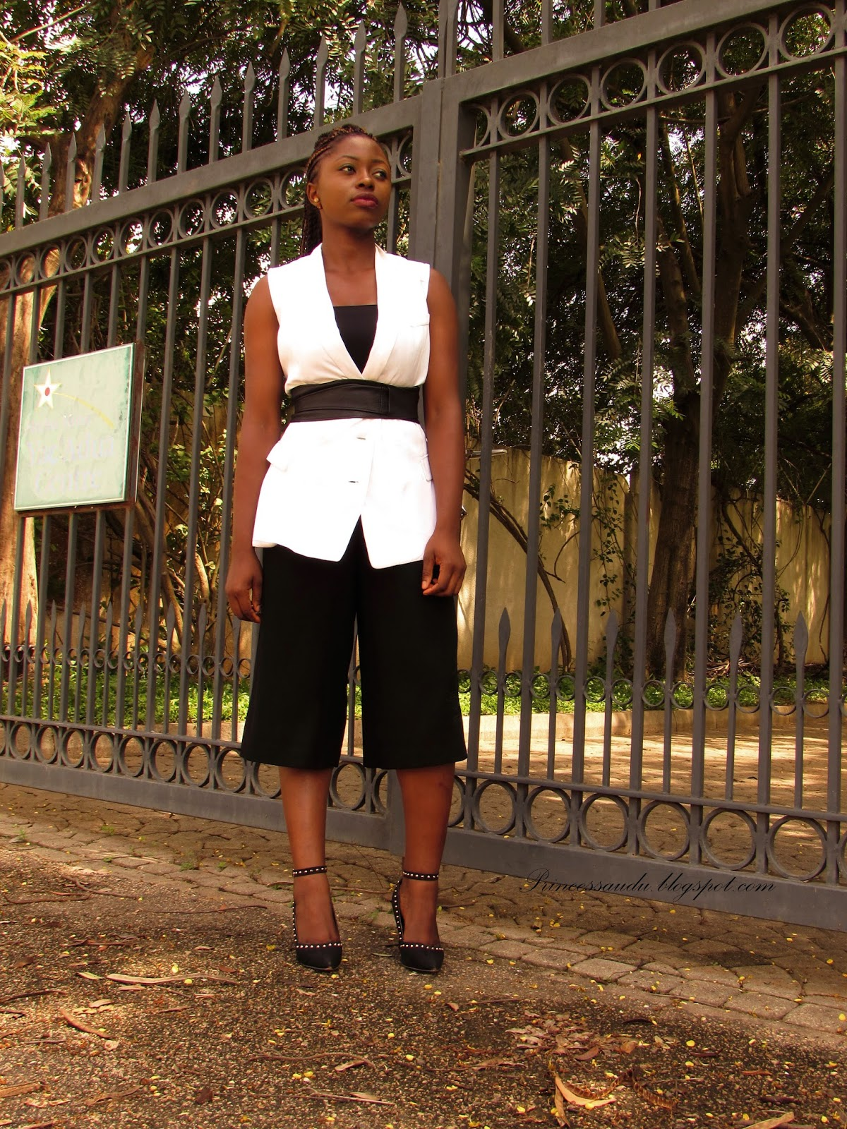 styling culottes, monochrome, black and white, white vest, workwear
