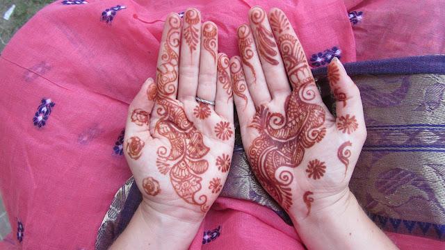 A henna vörösesbarna színt ad