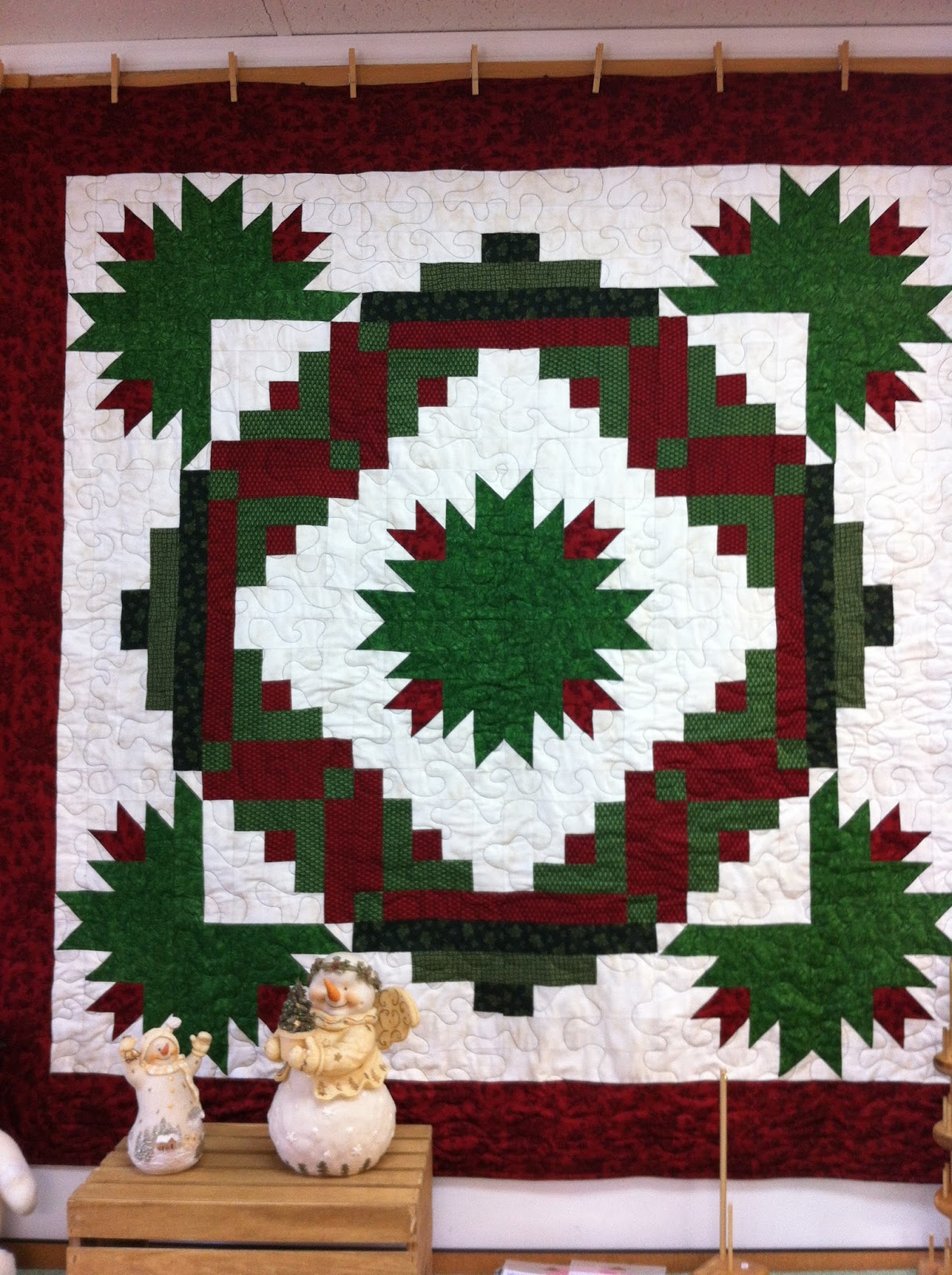 A Thread Of Red Happy Holly Days At Quilts And Fixin S