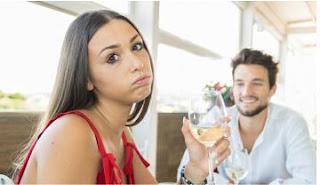 6 Tanda Anda Mencintai Pasangan karena Terpaksa