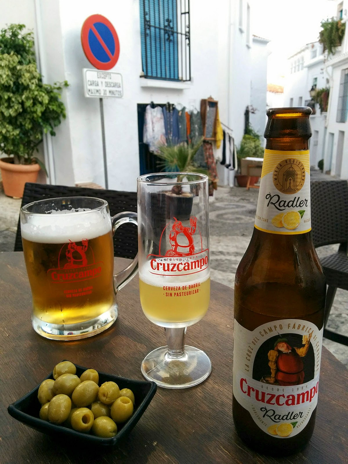 frigiliana pueblo bonito blanco malaga spain white village beer cruzcampo