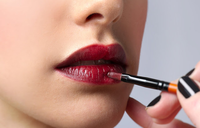 The Art of Applying Lipstick– Tips and Tricks