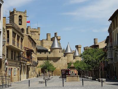 Castillo de Olite, Navarra. Perfectamente integrado en la ciudad