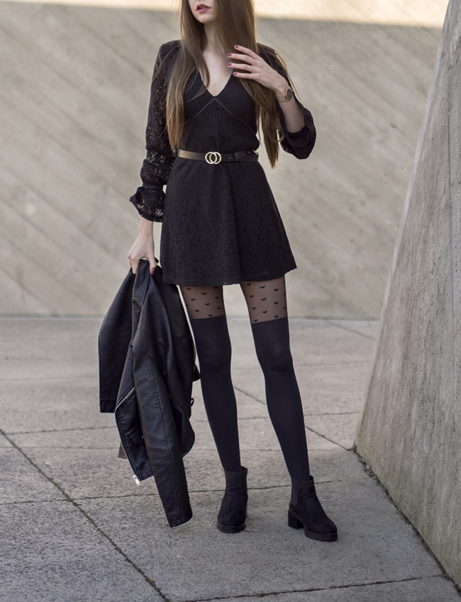 czarna sukienka i ramoneska