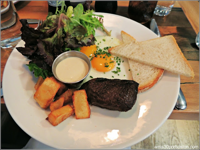 Brunch del Puritans & Company: Grilled Sirloin Steak & Eggs $19
