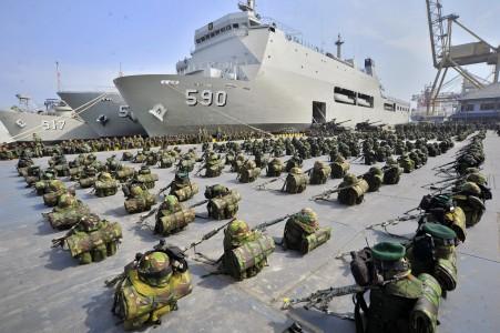 Kapal perang dan pangkalan militer TNI