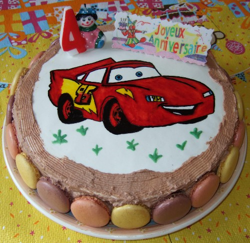 http://lesrecettesdemelanie.blogspot.fr/2010/10/gateau-cars-flash-mc-queen.html