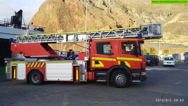 Los Bomberos de La Palma reciben un vehículo que les permitirá atender emergencias en altura